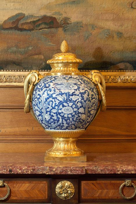 Large ovoid vases - Louis XVI